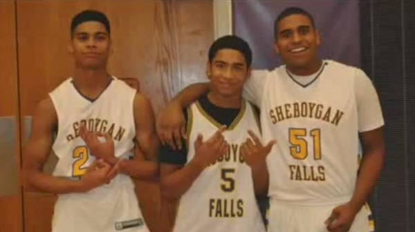 basketball_players_gang_sign