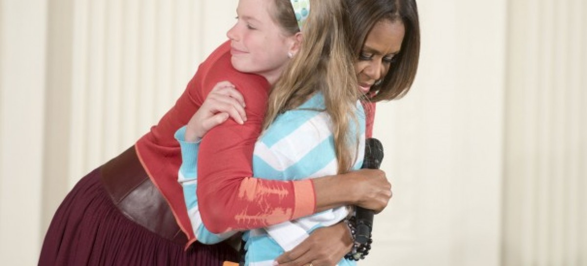 Girl Hands Michelle Obama Résumé Of Father Whou0027s Been Unemployed For 3 Years