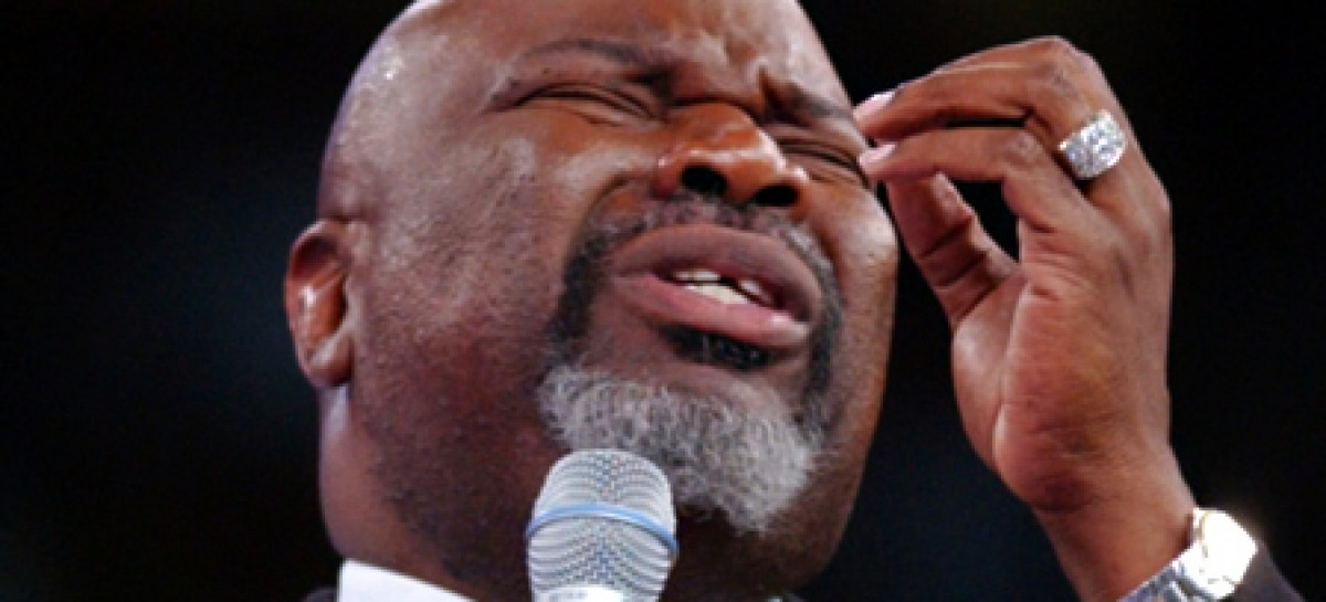 "Religious Scholar Calls T.D. Jakes a ""Charlatan"", Says He's Twisting Jesus"