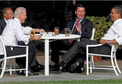 "Vice President Joe Biden, Harvard professor Henry Louis Gates, Jr., Cambridge police Sergeant James Crowley, and President Obama at White House ""Beer Summit."""